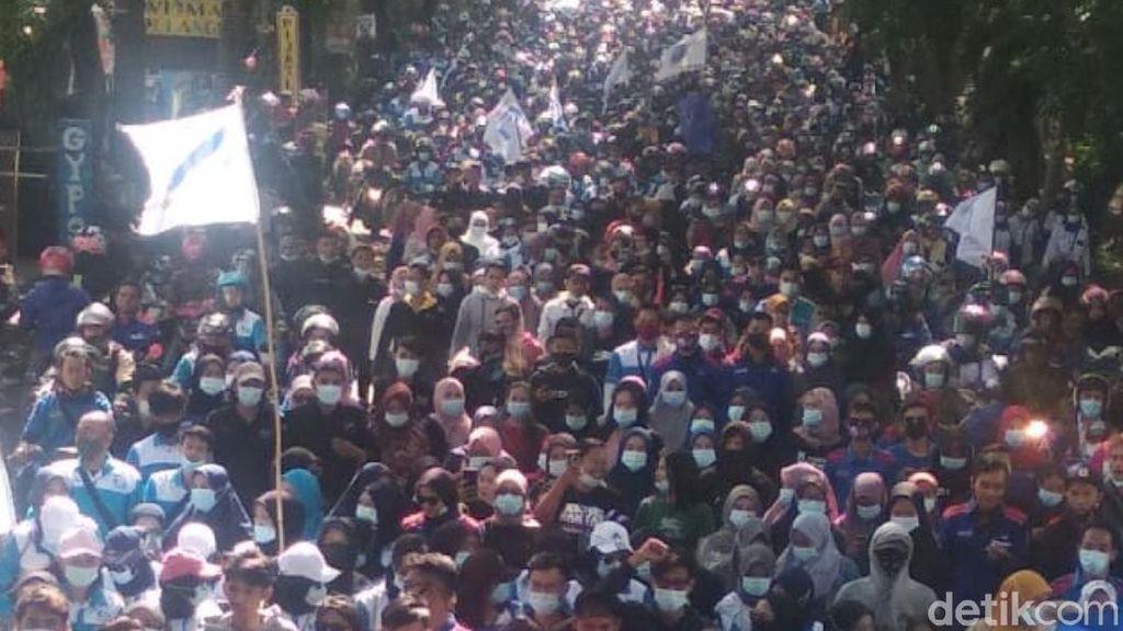 Lalin Macet Akibat Demo Buruh, Arus Kendaraan Cianjur-Bandung Dialihkan
