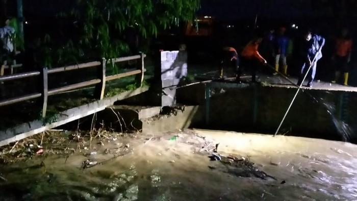 Banjir dan jembatan ambrol terjadi di Rembang, Rabu (25/11/2020).