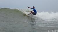 Wisata Surfing Kembali Bergeliat di Tengah Pandemi