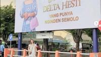 Sultan Mah Bebas, Crazy Rich Surabaya Pasang Baliho Ucapkan Istri Ultah