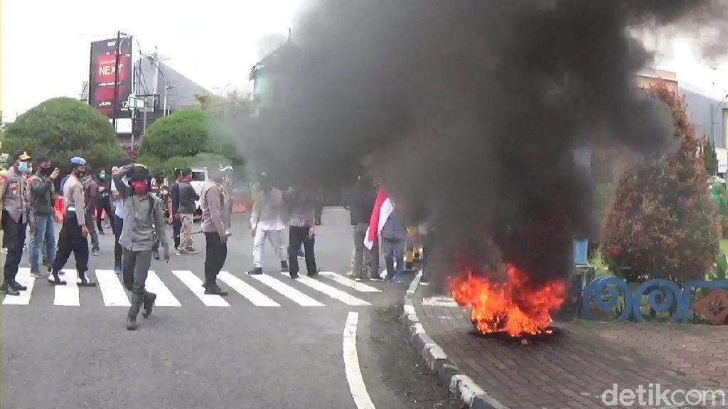 Aksi Demo Tolak FPI di Wonosobo, Massa Orasi dan Bakar Ban