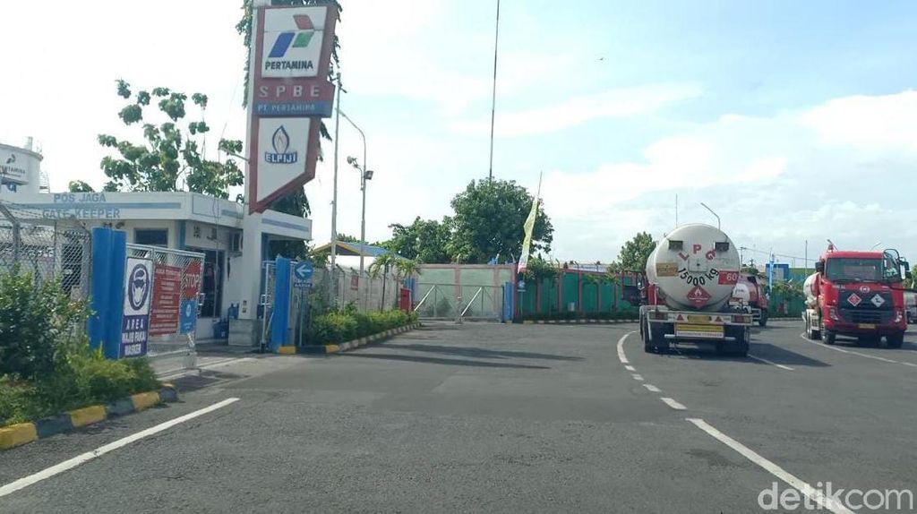 Pertamina Beri Sanksi Sopir Truk Penabrak Pria yang Duduk di Tengah Jalan