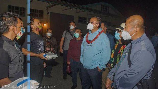 Edhy Prabowo saat menyapa ABK RI di AS