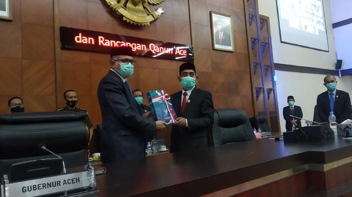 Gubernur Aceh saat rapat pembahasan RAPBA 2021 di DPRD Aceh (Agus Setyadi-detikcom)