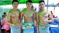 Jangan Salfok! 5 Penjual Makanan di Thailand Ini Tampan dan Cantik Banget