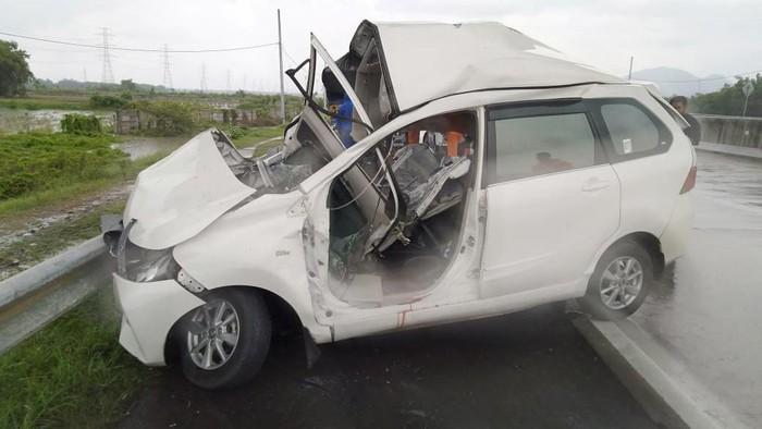 kecelakaan di tol nganjuk