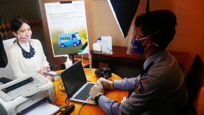 BNI Emerald dan Direktorat Jenderal Imigrasi (Kantor Imigrasi Jakarta Selatan) bekerja sama memberikan layanan pembuatan dan penggantian pasport sehari jadi atau Passport Sameday, bagi para nasabah prioritas BNI. Pelayanan dilakukan dengan tetap menerapkan protokol kesehatan.