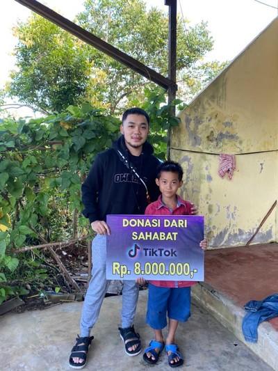 Donasi netizen TikTok untuk Kevin, bocah penjual bakpao.