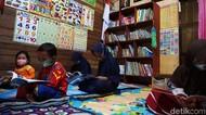 Melihat Perpustakaan-Bimbel Gratis Milik Kuli Bangunan di Demak