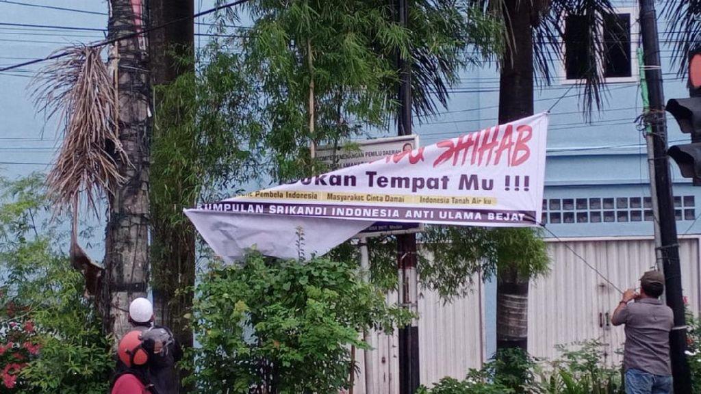 Ormas FIB Copot Spanduk Tolak Habib Rizieq di Medan: Isinya Ujaran Kebencian