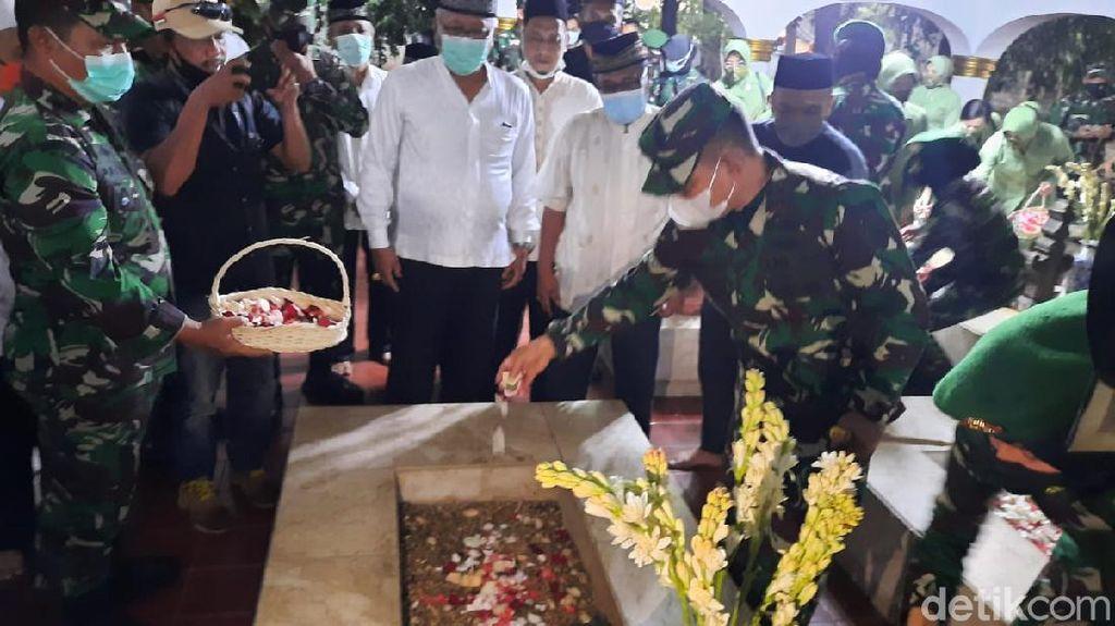 HUT Ke-71 Kodam Jaya, Mayjen Dudung Ziarah ke Makam Pangeran Jayakarta