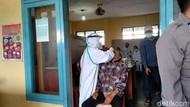 Sempat Menolak, Puluhan Pedagang Pasar Pangandaran Jalani Tes Swab