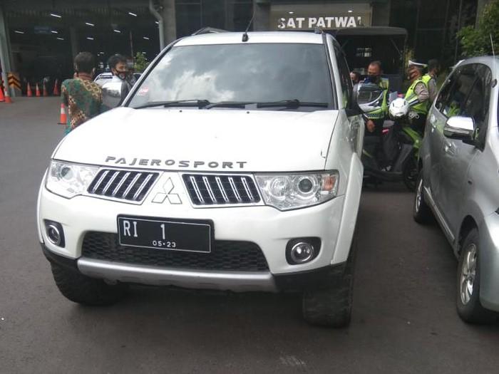 Penampakan mobil pelat RI 1 (Dok Istimewa)