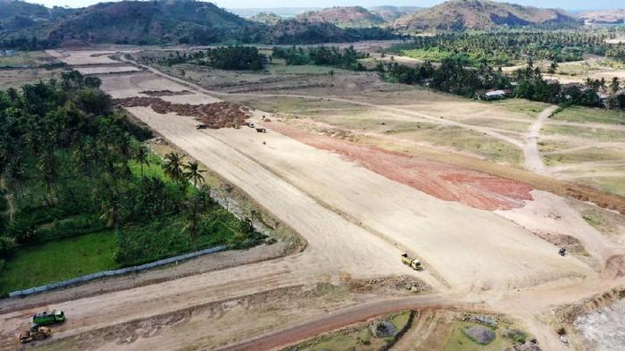Progres pembangunan Jalan Kawasan Ekonomi Khusus (KEK) Mandalika sudah mencapai 32,5% hingga pekan ketiga November 2020. Jalan ini yang akan digunakan untuk penyelenggaraan MotoGP Indonesia pada 2021.