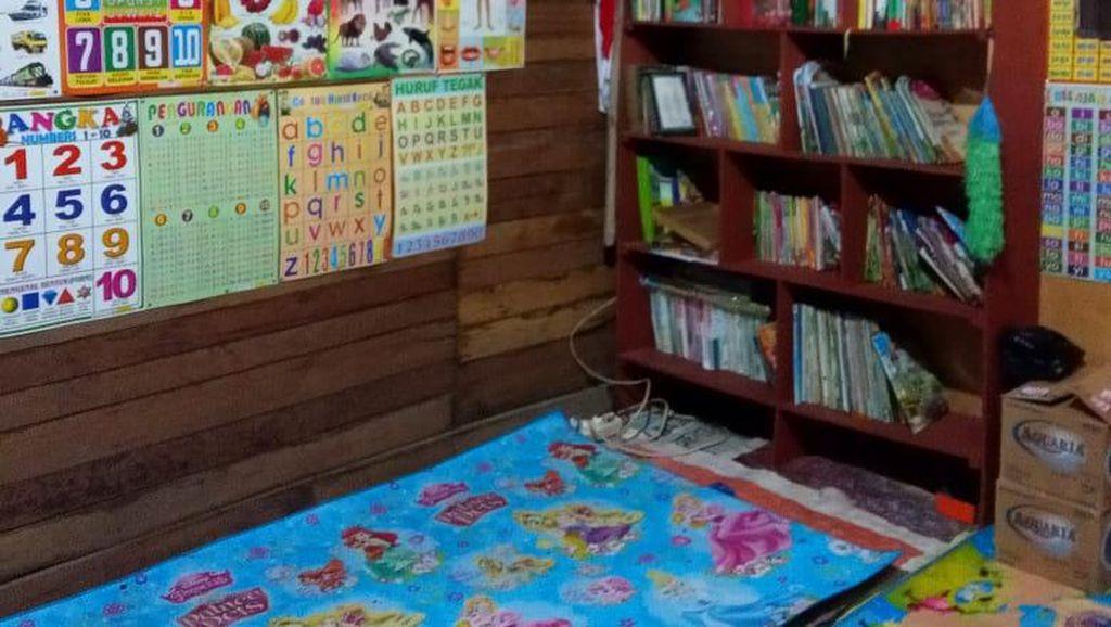 Salut! Kuli Bangunan Ini Bikin Perpustakaan-Bimbel Gratis