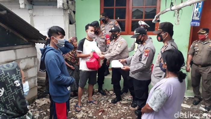 Polres Pelabuhan Tanjung Priok kawal distribusi bansos COVID-19