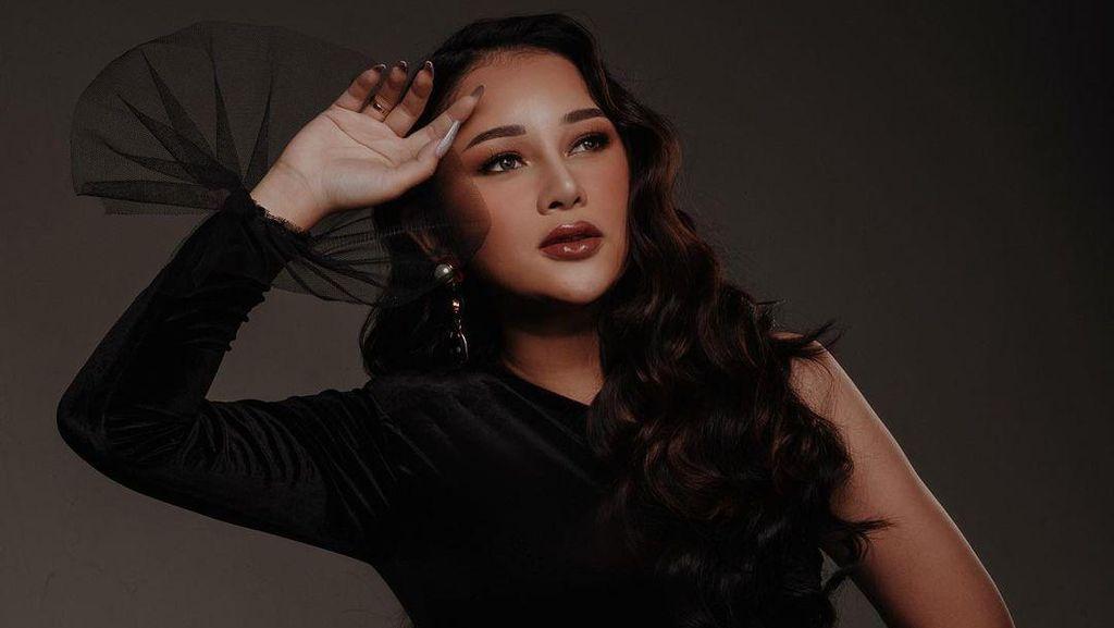 10 Potret Seksi Mutia Ayu yang Bikin Netizen Ingatkan Soal Aurat