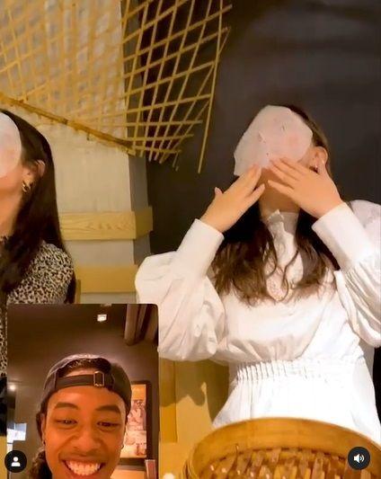 Dua Wanita Kena Prank Kertas Dim Sum Jadi Masker Wajah