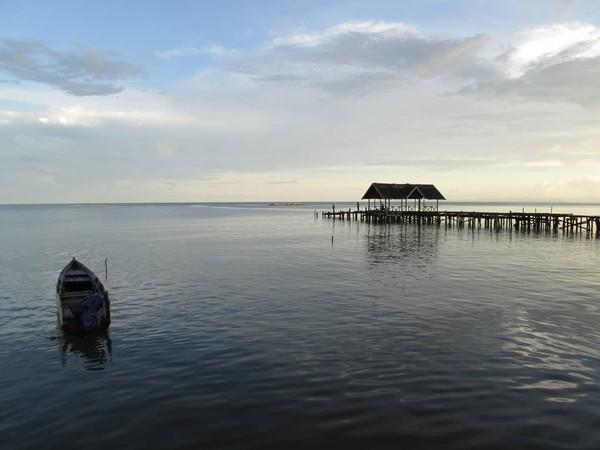 Masyarakat kampung di pulau-pulau Raja Ampat, Papua Barat dengan patuh menjaga sasi. Inilah bentuk kearifan lokal yang telah berlangsung turun-temurun yang bertujuan menjaga alam. Ini di Waisai.
