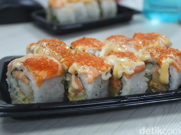 Aburi Salmon Sushi Rp 17.000 Vs Rp 138.000 Mana yang Lebih Enak?
