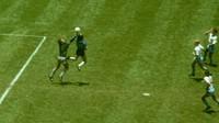 Gol Tangan Tuhan Maradona Bikin Peter Shilton Terkenal