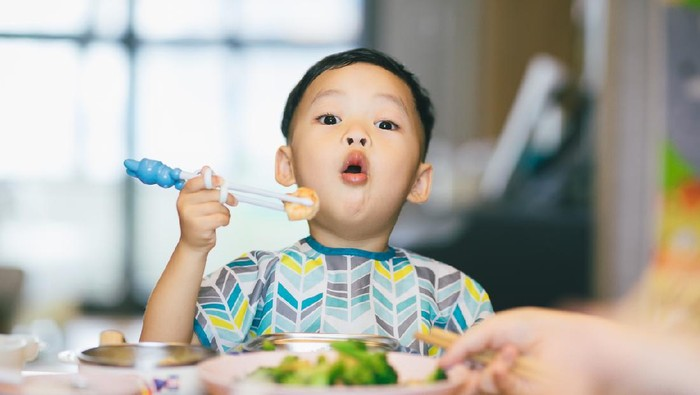 China - East Asia, Shanghai, 2-3 Years, Asian and Indian Ethnicities, Baby - Human Age, Baby Boys, Chopsticks