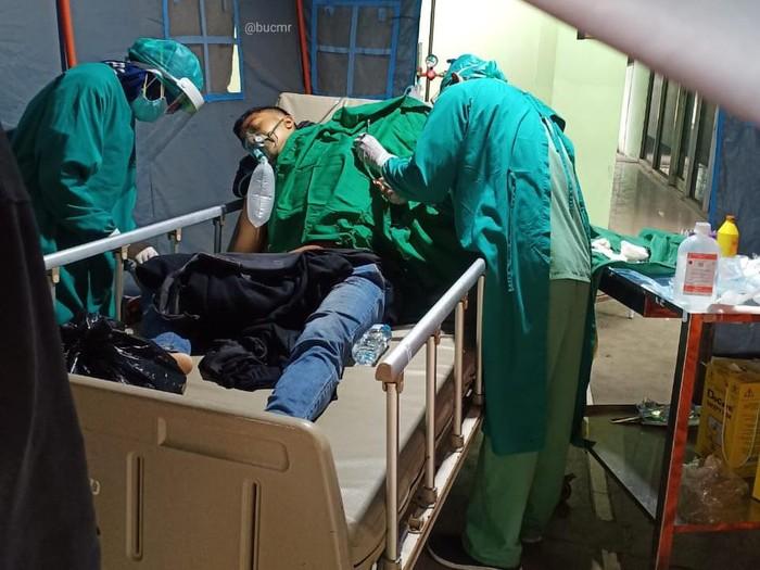 Mahasiswa Universitas Negeri Surabaya (Unesa) dibegal di Kota Probolinggo saat berangkat dari Lumajang. Ia dua kali dibacok sebelum motor sport-nya diambil.
