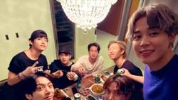 Begini Nih Kekompakan Member BTS Saat Makan Bareng