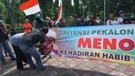 Demo Tolak FPI di Pantura Pekalongan, Massa Sobek Spanduk Habib Rizieq