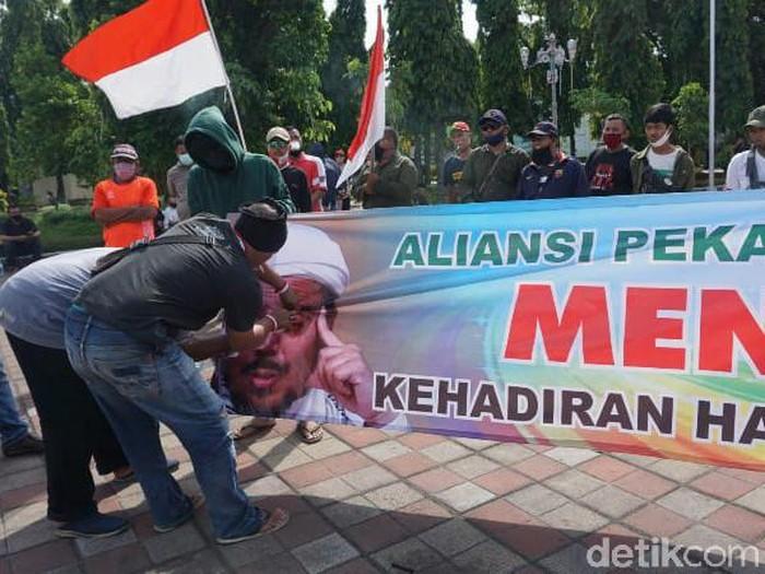 Demo tolak FPI di Kota Pekalongan, Kamis (26/11/2020).