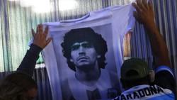 Fans Berkumpul di Depan Rumah Mendiang Maradona