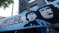 Maradona dan Orang-orang di Persimpangan Kiri Jalan