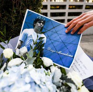 Maradona Meninggal, Barcelona Pasang Bendera Setengah Tiang