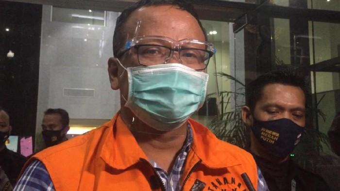 Edhy Prabowo usai menjalani pemeriksaan perdana sebagai tersangka, di gedung KPK, Kamis (26/11/2020).