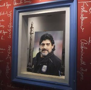 Maradona Meninggal, Eks Rekan Setim Menangis Saat Siaran Langsung TV