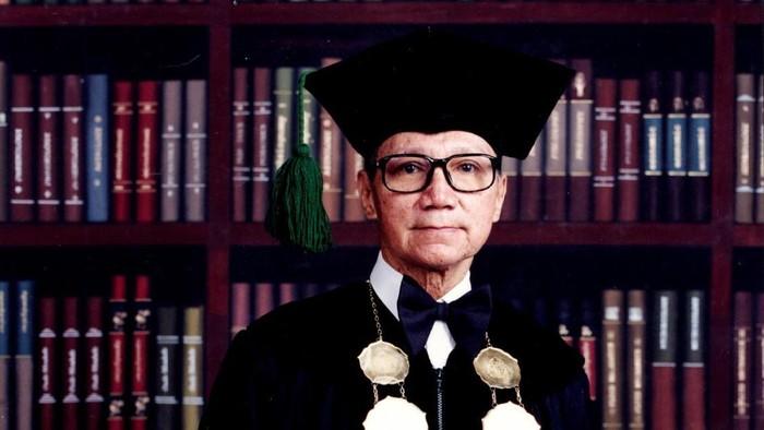 Mantan Rektor Unpar Kota Bandung, Prof Dr Benedictus Suprapto Brotosiswoio