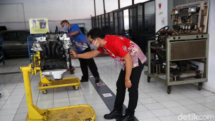 SMK Negeri 26 Jakarta mempersiapkan diri jelang rencana sekolah tatap muka. Seperti diketahui, Kemendikbud telah mengijinkan sekolah tatap tahun 2021 mendatang.