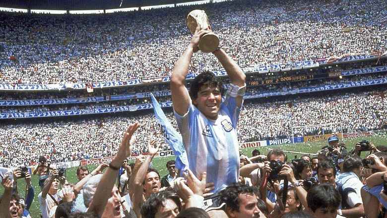 Diego Maradona tutup usia pada Rabu (25/11) malam. Legenda sepakbola Argentina itu mencuri atensi publik lewat permainannya di laga Piala Dunia 1986 silam.