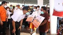 Kunker ke Papua, Menko Muhadjir Tinjau Fasilitas RS-Bagikan Bansos COVID-19
