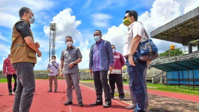 Menteri Pemuda dan Olahraga (Menpora) Zainudin Amali ingin lintasan atletik di Nusa Tenggara Barat (NTB) direnovasi.