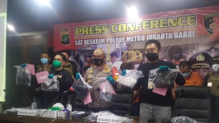 Polisi tangkap komplotan perampok ngaku petugas kelurahan di Jakbar