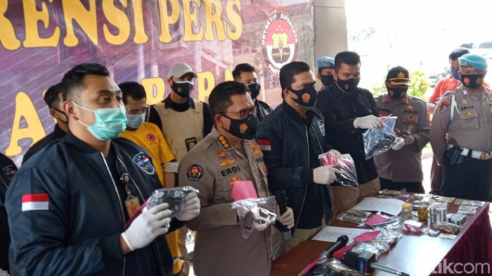 Pria Tasikmalaya dibekuk polisi gegara jual senpi via e-commerce