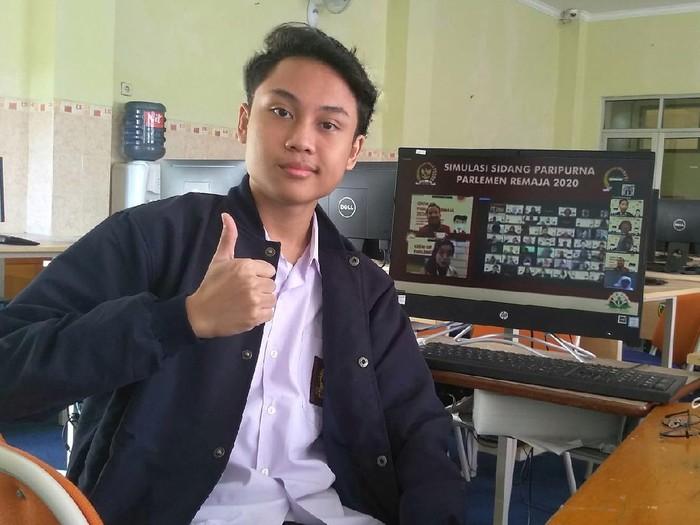 Siswa Bandung ini menjadi perwakilan parlemen remaja di DPR ri