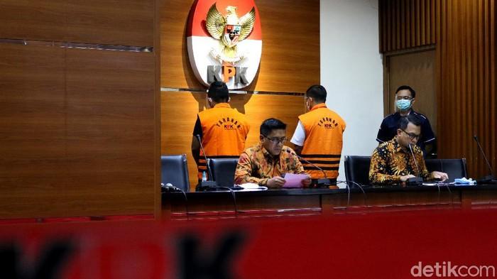 Andreau Pribadi Misanta dan Amiril Mukminin ikut terseret dalam kasus uap ekspor benur. Keduanya jadi tersangka dalam kasus yang juga menjerat Edhy Prabowo itu.