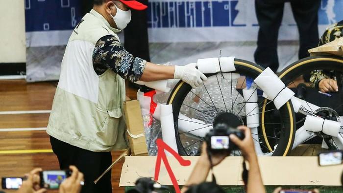Specialized S-Works Roubaix dari kasus terkait Edhy Prabowo? (Repro detikcom, Antara, Specialized)