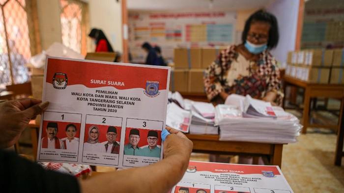 Simulasi pelaksanaan Pilkada 2020 digelar di Tangerang Selatan. Dalam simulasi itu terlihat pelaksanaan Pilkada 2020 digelar dengan terapkan protokol kesehatan.