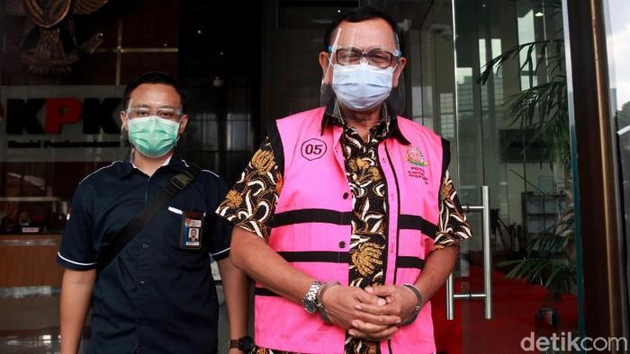 Terdakwa kasus korupsi PT Asuransi Jiwasraya yang sudah divonis penjara seumur hidup, Hendrisman Rahim kembali diperiksa di KPK. Berikut penampakannya.
