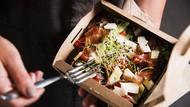 3 Cara Makan Salad Ini Membuat Salad Jadi Tak Sehat