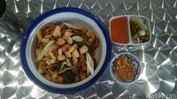 Bakmi Goreng Seafood Gaya Bangka Ada di Kedai Bakmi Kekinian Ini