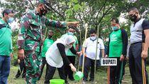 Bupati Anna Ajak Warga Bojonegoro Jaga Iklim Dunia dengan Tanam Pohon